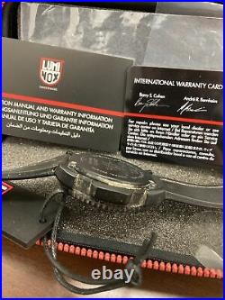 2010 Vtg Luminox Series 3050/3950 200 Meters Navy Seals diver Watch