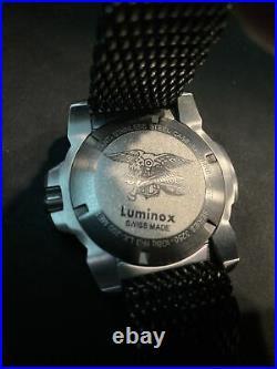 LUMINOX NAVY SEAL STEEL, 3250, Black Dial, Gunmetal Shark Mesh Bracelet, EXCLT