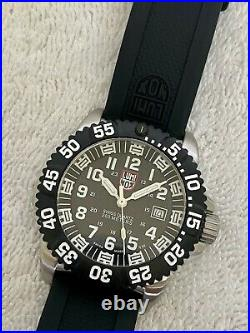 LUMINOX Navy Seals 660FT 200M Calendar Sapphire Crystal Watch box & papers Swiss