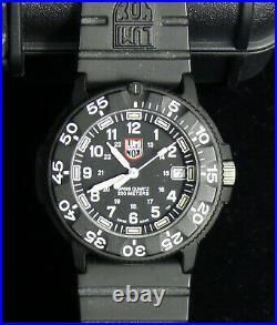 Luminox Men's 3001 Quartz Navy Seal Dive Watch XS. 3001. F WithHard Case