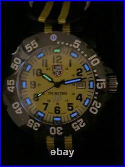 Luminox Men's Watch Set Navy Seal 3950 Series Yellow & Black Strap 3955. SET