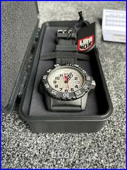 Luminox Navy SEAL 3500 Series White/Black XS. 3507