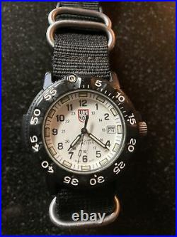 Vtg navy seal luminox swiss 3000/3900 v3 carbon case white dial quartz watch